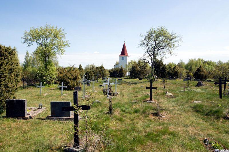 Autor: Patrik Rastenberger. Prangli kalmistul võib leida nii eesti, vene, soome kui rootsi perekonnanimedega haudasid