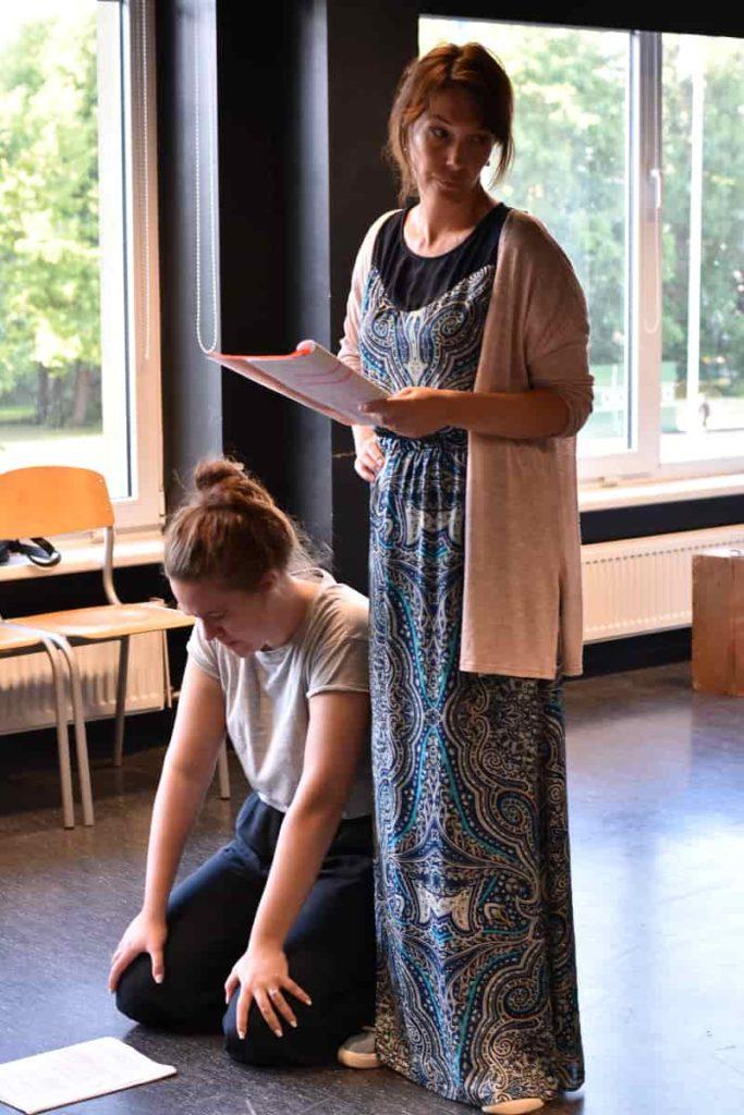 Ingrid Noodla ja Külli Reinumägi näidendiproovis