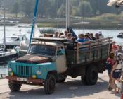 ©M. Poolamets. Saareekskursioonid toimuvad suuremas või väiksemas kastiautos