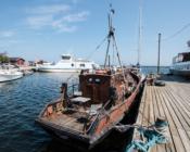 """©M. Poolamets - Prangli ajalooline sadamakuur """"Noor Kaardivägi"""", mis tegutseb ka turismiinfopunktina"""