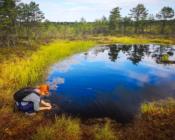 ©J. Leppmets. Külastame Eesti rabasid. Suvel saab rabalaugastes ka ujuda.