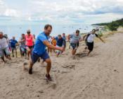 ©St. Gobain. Suvepäevade programmiga on võimalik liita erinevaid meeskonnamänge. Meeskondlik teatevõistluste seeria saare moodi