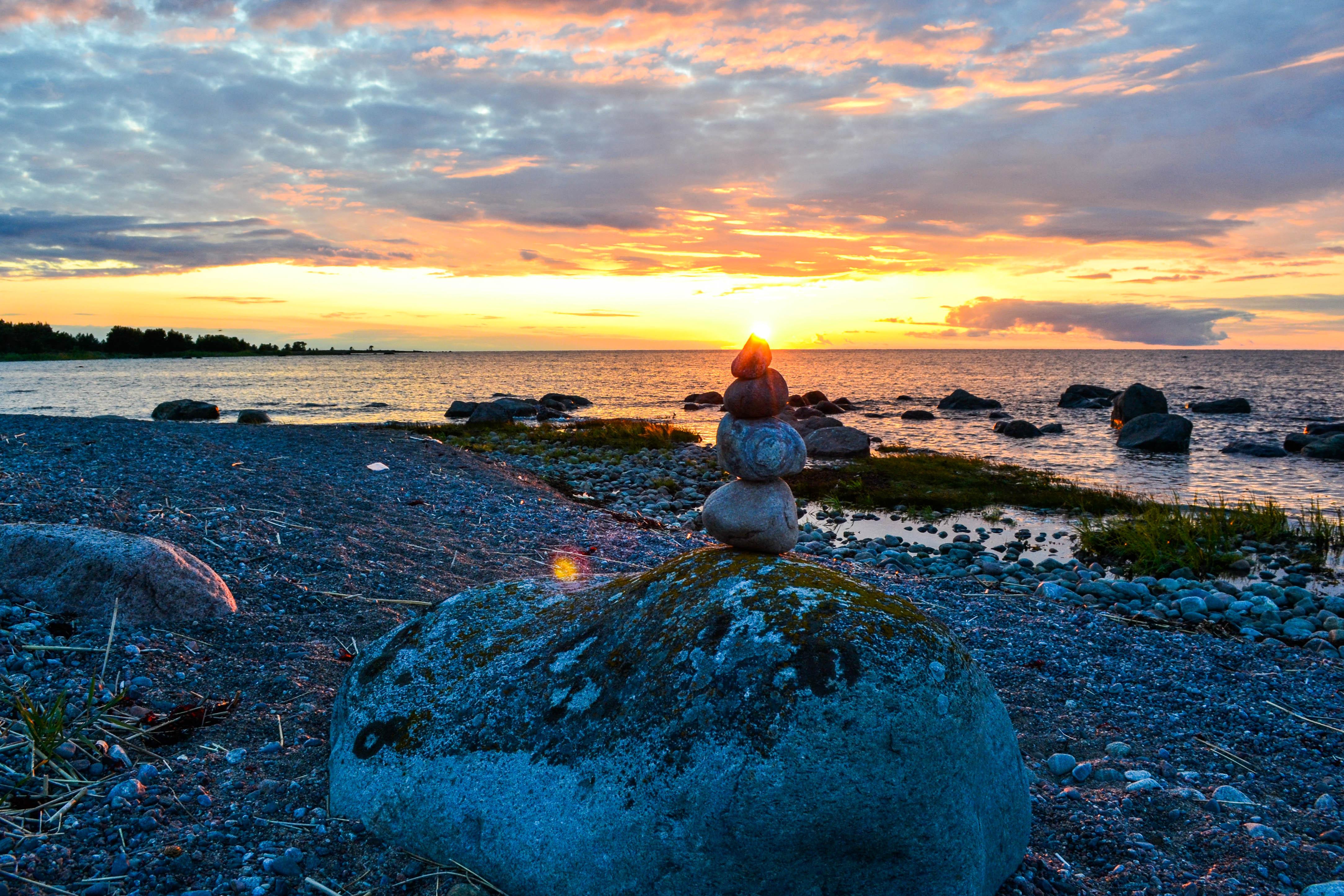 ©J. Leppmets. Naudime maalilisi päikeseloojanguid Prangli saarel
