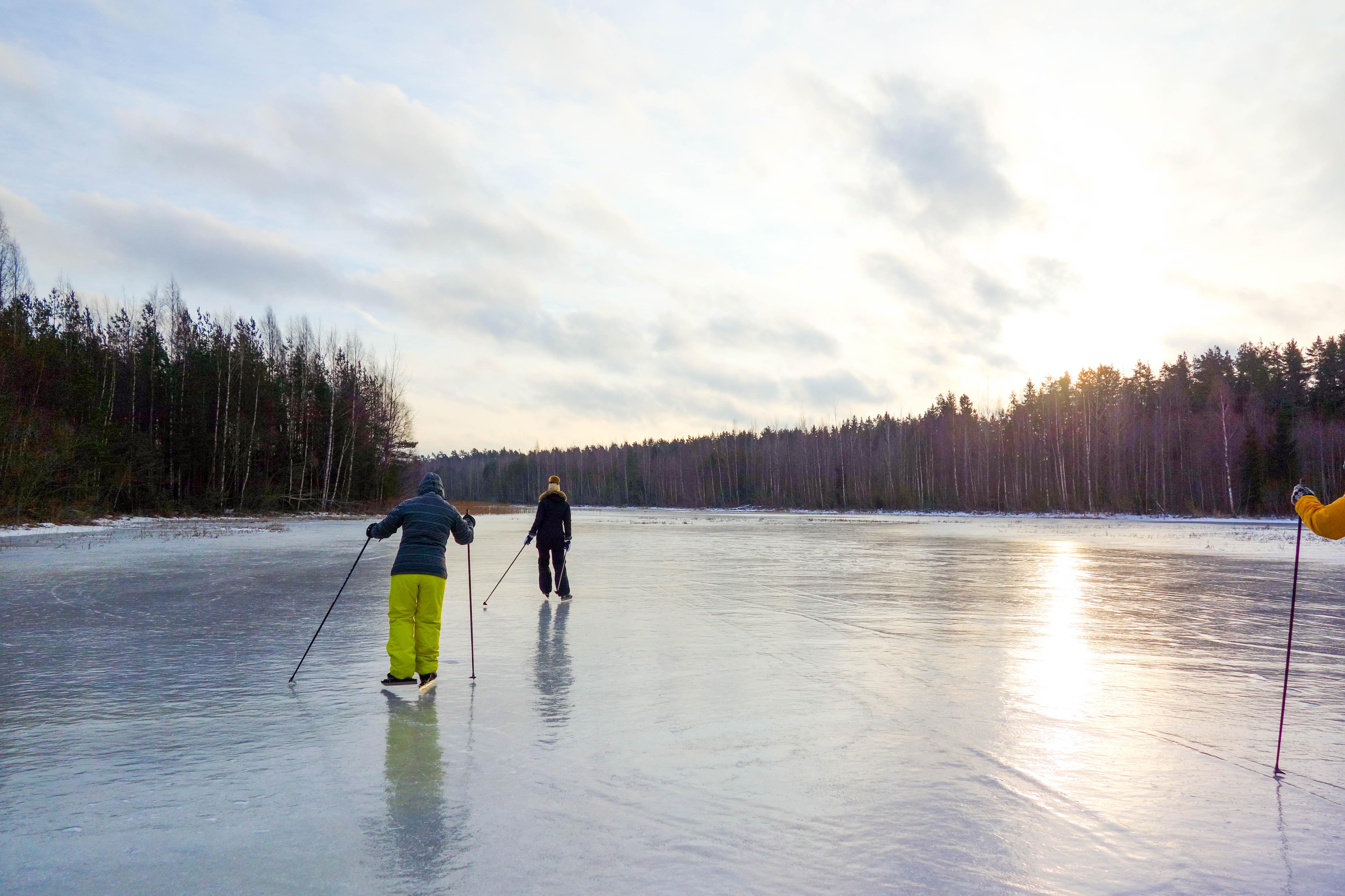 ©Prangli Travel. Talvine uisutamine järvedel